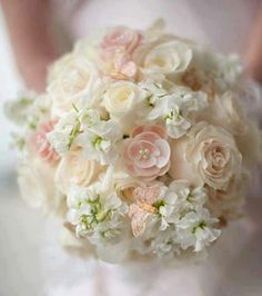 Soft hues bridal bouquet
