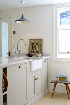 A lovely deVOL Shaker peninsula with a Villeroy & Boch Farmhouse sink and Perrin & Rowe taps in chrome