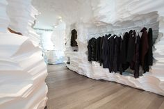 The Richard Chai store is a temporary retail installation created by Snarkitecture in collaboration with designer Richard Chai as part of the Building Fashion series at HL23, presented by Boffo.