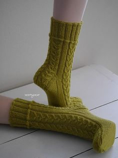 Ravelry: Project Gallery for Tränendes Herz pattern by Micha Klein Crochet Socks, Knitted Slippers, Knitting Socks, Hand Knitting, Knit Crochet, Knit Socks, Lots Of Socks, My Socks, Mitten Gloves