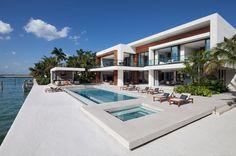 Interni Magazine - Il progetto di interior design di Casa Clara, curatodallo studioChoeffLevy Fischman Architects,si connota per idettagli esclusivi, le finiture di preg