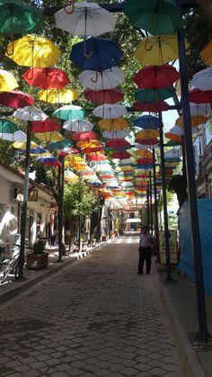 Şemsiyeli sokak