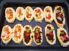 SANDAL (KAYIK) BÖREĞİ Turkish Recipes, Ethnic Recipes, Hot Dogs, Sushi, Salsa, Denim Jeans, Food, Eten, Meals