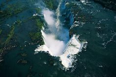 Chutes d'eau d'Iguazu, Argentine et Brésil. Picture by Yann Arthus Bertrand.   70 m waterfalls, 1,5 billion tourists every year. The argentinian Iguazú park is on the World Heritage list since 1984. It gathers 44 % of the fauna of the country in an extraordinarily well preserved subtropical forest... Considered as a major spot for the preservation of earth biodiversity.