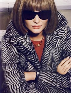 """Snejana Onopka is playing Anna Wintour in this great """"L'Icone"""" editorial shot by Mario Testino for Vogue Paris August Snejana definitely looks like a young Wintour ! L Icon, Anna Wintour Style, Editor Of Vogue, Diana Vreeland, Cool Style, My Style, Hollywood, Glamour, Runway Fashion"""