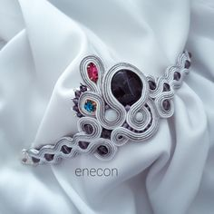 Bracelets Embroidery Soutache bracelet Amethyst bracelet by enecon on Etsy - Bracelet made in soutache embroidery technique with amethyst, soutache cord, toho beads, natural Sea Shell round beads and leather finish. Soutache Bracelet, Amethyst Bracelet, Soutache Jewelry, Embroidery Techniques, Embroidery Ideas, Round Beads, Bracelet Making, Friendship Bracelets, Cord