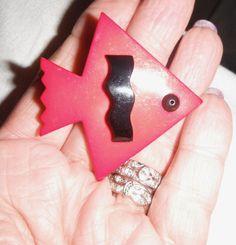 Guillemette  l'Hoir  Memphis deco galalith fish brooch pin paris designer rare #guillemettelhoirFrancoisSchoenlaub