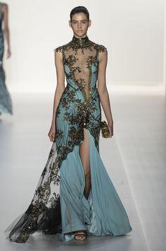 Beautiful dresses - Mooie Jurken' s design runway dress Look Fashion, High Fashion, Fashion Design, Fashion Check, Floral Fashion, Dress Fashion, Beautiful Gowns, Beautiful Outfits, Gorgeous Dress