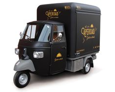 Buy a new food truck customized for your mobile food business. Vehicles for sale: catering van, mobile food trailer, vintage Piaggio Ape, street vending bus, roulotte. Bike Food, Car Food, Food Vans, Food Food, Café Mobile, Mobile Cafe, Mobile Food Cart, Mobile Food Trucks, Food Cart Design