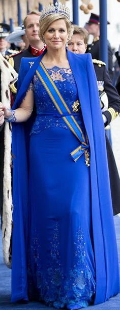 Queen Maxima with the Order of the Netherlands Lion, second senior order of the Netherlands, ranking before the Military William Order (only war heroes and the current monarch wears the insignia of this last one) Royal Crowns, Royal Tiaras, Royal Families Of Europe, Estilo Real, Royal Dresses, Mode Chic, Estilo Fashion, Queen Maxima, Mode Outfits