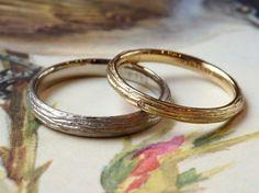 ゴールドの結婚指輪 お色違いでお仕立てしました。表面は、木肌のような彫り模様のフォレスタ☆ [marriage wedding ring bridal gold K18 結婚指輪 オーダーメイド ith]