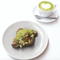 Croissant au Matcha Crème Amande Matcha - Umami Matcha Café