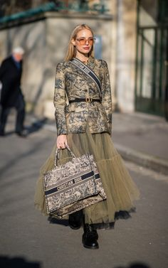 Paris couture fashion week: the street style set nail dressing for the cold snap Paris couture fashion week: the chicest street style looks from the shows Dior Fashion, Fashion Mode, Fashion Week, Fashion 2020, Couture Fashion, Womens Fashion, Fashion Trends, Cheap Fashion, Ladies Fashion