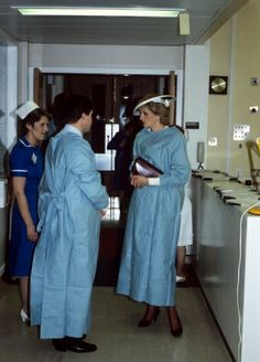 Diana at the Royal Infirmary in Glasgow after opening a Bone Marrow Transplant Unit Royal Princess, Prince And Princess, Princess Of Wales, Karen Spencer, Lady Diana Spencer, Duke And Duchess, Duchess Of Cambridge, Princess Diana Pictures, Princes Diana