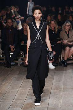 Alexander McQueen   Spring 2016   Look 18