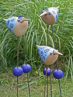 Keramik - Keramik Vogel für den Garten, frech und lustig - ein Designerstück von starke-keramik bei DaWanda