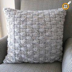 Winter Gemütlichkeit: 11 DIY Stricken Und Pullover Kissen Winter Coziness: 11 DIY Knitting And Sweater Pillow Knitted Cushion Covers, Knitted Cushions, Knitted Blankets, Knitted Cushion Pattern, Diy Cushion, Easy Knitting Patterns, Free Knitting, Crochet Patterns, Pillow Patterns