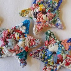 Crochet fabric stars:these are so cute, I have fabric scraps, need to find the pattern Crochet Fabric, Crochet Motifs, Crochet Home, Crochet Crafts, Yarn Crafts, Crochet Flowers, Fabric Crafts, Knit Crochet, Crochet Patterns