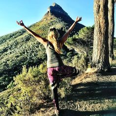 Yoga pose / tree pose in Cape Town with lions head in the background.  This gypsy girl wears Spiritgirl's Pineapple Express workout leggings. www.spiritgirl.co.za www.spiritgirlsa.com