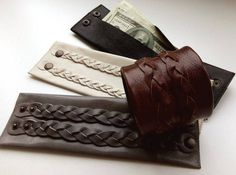Mens travel wallet: Wrist Wallet can be useful for for sports, travel, holiday. Travel Accessories For Men, Leather Accessories, Leather Jewelry, Fitness Accessories, Leather Gifts, Leather Wallet, Mens Travel Wallet, Unisex Gifts, Brown Wallet