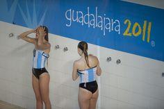 Éstas son dos niñas en campeonato de la natación en Los Juegos Panamericanos.