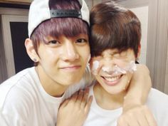 taehyung's twitter update telling jimin happy birthday (haha jimin has cake on his face) #지민생일ㅊㅋ