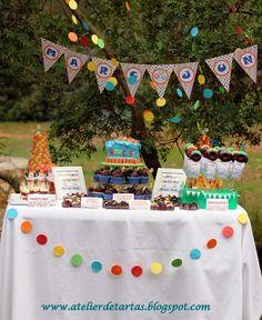 Mesa dulce cumpleaños en el campo