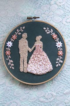 Items similar to Bride and Groom Silhouette Embroidery Hoop Art - Custom/Floral on Etsy Hand Embroidery Patterns Flowers, Hand Embroidery Videos, Creative Embroidery, Simple Embroidery, Learn Embroidery, Hand Embroidery Designs, Embroidery Kits, Wedding Embroidery, Brazilian Embroidery