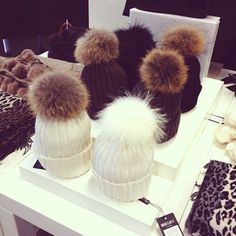 Shop from the best fashion sites and get inspiration from the latest pom pom beanie. Fashion discovery and shopping in one place at Wheretoget. Buy Hats, Cute Beanies, Outfit Invierno, Ootd, Fur Pom Pom, Pom Poms, Fall Collections, Beanie Hats, Autumn Winter Fashion