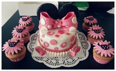 Minnie Mouse themed Cake and Cupcakes