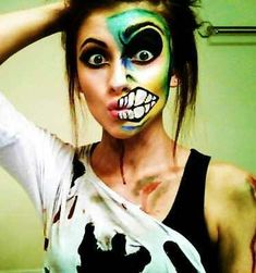 Get some of the best and gory Halloween makeup ideas that will surely give the kick to your halloween costumes. Together with some halloween makeup tutorial, get the scariest makeup for halloween here! Fröhliches Halloween, Cool Halloween Makeup, Holidays Halloween, Halloween Costumes, Costume Zombie, Terrifying Halloween, Halloween Clothes, Halloween Painting, Crazy Makeup