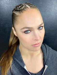 Ronda's glam from ❤️ Ronda Rousey Pics, Ronda Rousey Hot, Ronda Jean Rousey, Rhonda Rousy, Wwe Raw Women's Champion, Wwe Female Wrestlers, Female Athletes, Rowdy Ronda, Ufc Women