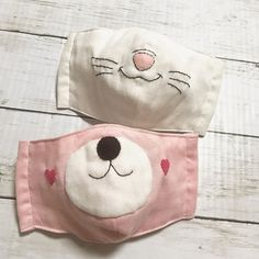 How to sew a face mask from fabric – a video sewing tutorial - New ideas Fabric Crafts, Sewing Crafts, Sewing Projects, Diy Mask, Diy Face Mask, Sewing Hacks, Sewing Tutorials, Bear Mask, Crochet Mask