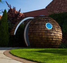 Archipod - A cute little semi-space age, semi-natural workspace.