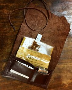 紙タバコケース  tabaco case Leather Tobacco Pouch, Leather Pouch, Leather Purses, Leather Carving, Leather Art, Magic Bag, Leather Projects, Leather Accessories, Couture