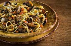 Explore olive oil recipes featuring our flavorful and nutritious products. Choose from main dishes, sides, desserts & more! Seafood Marinara Recipe, Italian Pasta Dishes, Best Seafood Recipes, Kraft Recipes, Kraft Foods, Cooking Light, Italian Recipes, A Food, Main Dishes