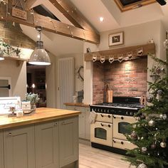 If you are looking for Rustic Farmhouse Kitchen Design Ideas, You come to the right place. Below are the Rustic Farmhouse Kitchen Design Ideas. Kitchen Island Storage, Farmhouse Kitchen Island, Modern Kitchen Island, Kitchen Islands, Small Space Kitchen, Small Spaces, Farmhouse Kitchens, Kitchen Organization, Country Farmhouse Kitchen