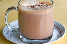 Yλικά 50 γρ. μαύρη σοκολάτα 200 ml γάλα 1-2 λεμόνια ή πορτοκάλια 1 φλιτζάνι ζάχαρη αντικολλητικό χαρτί ψησίματος Eκτέλεση Ετοιμάζουμε τις καραμελωμένες φέτες λεμονιού: Πλένουμε καλά τα λεμόνια, τα κόβουμε σε λεπτές φέτες και τα βάζουμε σε νερό που βράζει για 2 λεπτά. Σουρώνουμε και επαναλαμβάνουμε την ίδια διαδικασία για άλλη μία φορά. Με τον ίδιο τρόπο παρασκευάζουμε και τις φέτες πορτοκαλιού, αλλά τις βράζουμε μόνο μία φορά. Στη συνέχεια, στεγνώνουμε τις φέτες των εσπεριδοειδών, Pudding, Tableware, Desserts, Food, Tailgate Desserts, Dinnerware, Deserts, Custard Pudding, Tablewares