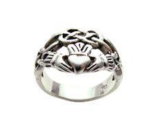 Cool claddagh ring