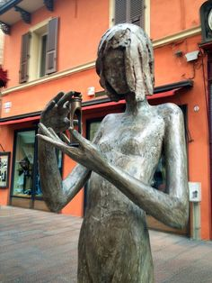 Saw this lovely lady statue near Piazza Maggiore, Bologna #blogville