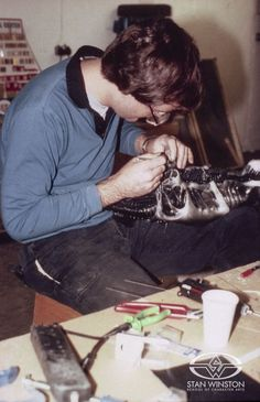 "Richard Landon works on the ""Alien Queen"" rod puppet from ALIENS."