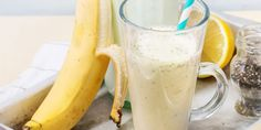 5 batidos para aumentar masa muscular Homemade Smoothies, Smoothie Recipes, Decorated Wine Glasses, Deli Food, Gym Food, Healthy Juices, Lose Weight At Home, Fitness Nutrition, Diet Tips