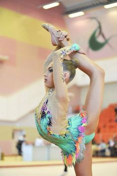 So cute omg :3 and her leotard is amazing :o