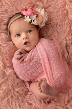 40 Awesome Newborn Baby Photography Poses Ideas for Your Junior - Baby photos - Foto Newborn, Newborn Baby Photos, Baby Poses, Baby Girl Photos, Cute Baby Pictures, Newborn Pictures, Baby Girl Newborn, Newborn Shoot, Cute Babies Newborn