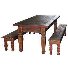 Jogo de mesa em madeira de demolição com tratamento de verniz com betume para dar essa tonalidade rústica e escura.