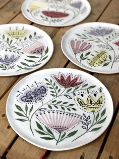 Pottery Painting Designs, Paint Designs, Ceramic Tableware, Ceramic Pottery, Ceramic Painting, Ceramic Art, Pottery Lessons, Clay Magnets, Pottery Houses