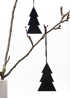 black paper xmas tree on a twig |Xmas decoration .Weihnachtsdekoration .décoration noël|Photo by Noelia Cachafeiro |