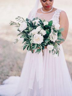 romantic neutral bouquet by Amanda Burnette | Nikki Santerre Photography | Glamour & Grace