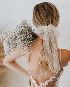 fall wedding shoes Bows, Barrettes, Bars, Oh My! All the Popular Hair Trends for Fall Bridal Hairstyles - Green Wedding Shoes - Diana Miranda_Dreamery Events - Bridal Looks, Bridal Style, Wedding Trends, Wedding Styles, Wedding Ideas, Wedding Pictures, Wedding Veils, Wedding Dresses, Hair Wedding