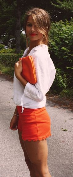 Orange Outfits 2015: Hanna Hultemark is wearing orange shorts and clutch